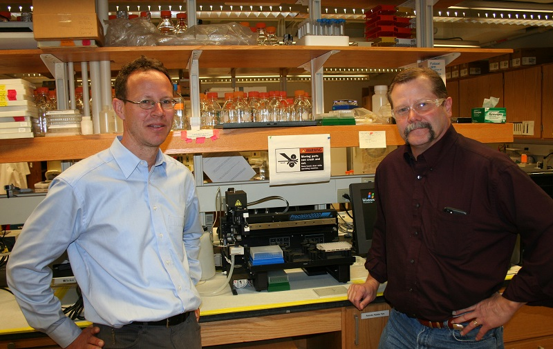 Photo of Dr. Markus Lill and Dr. Val Watts in laboratory RHPH 212
